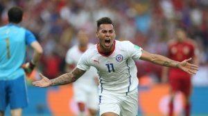 Vargas celebra el primer gol del encuentro (Foto: El Pais)