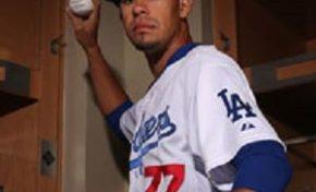 El lanzador nagüero Carlos Frías tiene debut auspicioso con los Dodgers de Los Angeles