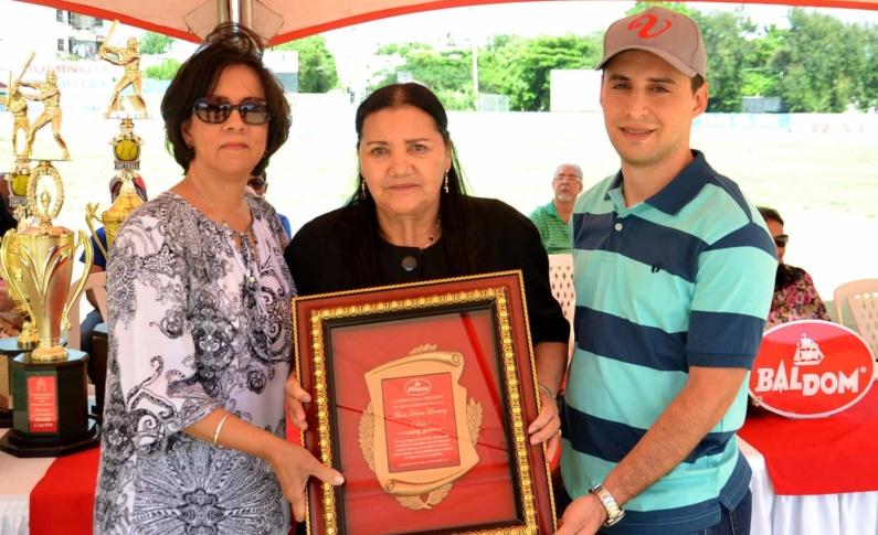 Baldom inaugura sexto torneo de softbol