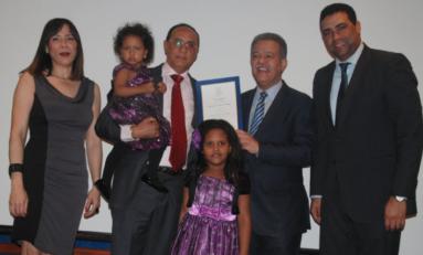 Leonel entrega premios Funglode