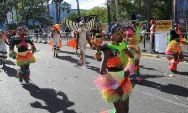 """Comparsa """"Los Carnamares"""" de Río San Juan gana Gran Premio del Desfile Nacional de Carnaval 2017"""