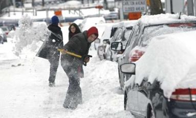 Nueva York semi paralizada por tormenta de nieve se espera arroje hasta 24 pulgadas