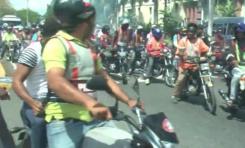 Decenas de motoconchistas protestan de forma sorpresiva frente al Palacio Nacional