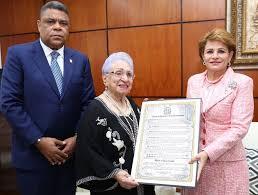 Cámara de Diputados reconoce a la actriz y locutora María Cristina Camilo