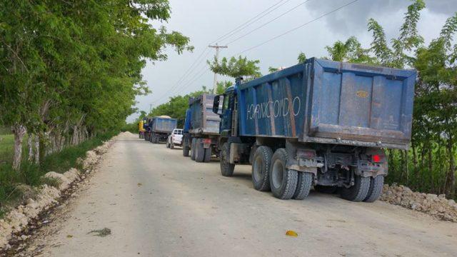 Autoridades habilitan carreteras en Nagua afectadas por el huracán María