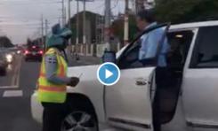 Video: Diputado Gustavo Sánchez discute con agentes de AMET en intersección del ensanche Naco