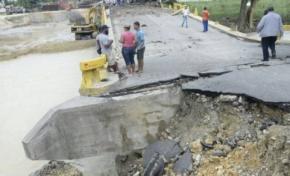 Se derrumba puente comunica a la provincia Espaillat con Puerto Plata y Río San Juan