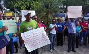 Profesores se manifiestan en parque municipal de RSJ en demanda desbloqueo compañeros llevan tres meses sin cobrar