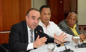 Senador Arístides Victoria Yep propone eliminar la figura del Defensor del Pueblo