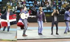 Nuestro Arismendy Paca fue el encargado de cantar el tema de la ceremonia inaugural Juegos Patrios Dominicanos en España