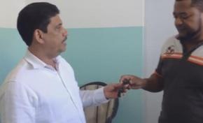 """En un gesto de solidaridad, Alcalde de RSJ """"presta"""" ambulancia municipal al hospital Desiderio Acosta"""