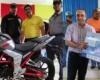 Oficina de gestión senatorial entrega electrodomésticos en Río San Juan; Alcaldía dona motocicleta para patrullaje policial
