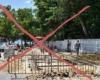 Eso no va! Autoridades suspenden construcción de los baños en calle de entrada a playa Los Mino