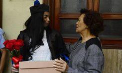 """Con bizcocho para que se """"endulce la vida"""", Defensora del Pueblo despide a Yeni Berenice de fiscalía DN"""