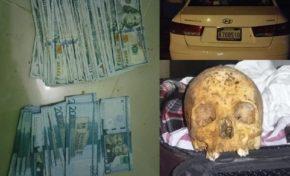 Policía de Gaspar Hernández atrapa dos traficando dinero falso; le ocupa auto y un cráneo