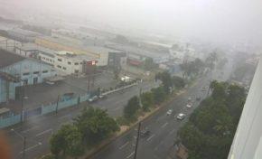 Remanentes de Isaac empiezan a sentirse en varios puntos del país; inundaciones en la capital
