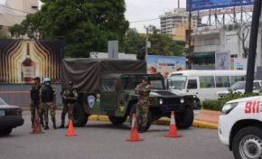 Despliegue de policías y militares en las calles para prevenir desórdenes por paro choferes