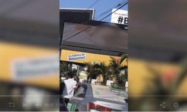Jakean pantalla para publicidad en la 27 de Febrero y proyectan video porno