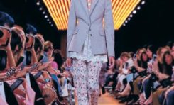 La modelo dominicana Licett Morillo cierra desfile de Prada