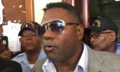 Condenan al expelotero Miguel Tejada a pagar 300 mil pesos por cheque sin fondo