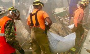 Sacan otro cuerpo de entre los escombros de Polyplas; suman seis los fallecidos en explosión