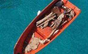 Denuncian empresa minera extranjera saquea barco hundido en playa de Río San Juan