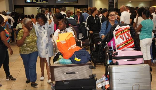 """Aduanas anuncia """"gracia navideña"""" a viajeros que traigan regalos será de  US$3,000 a partir del 1 de diciembre - Costa Verde DR"""